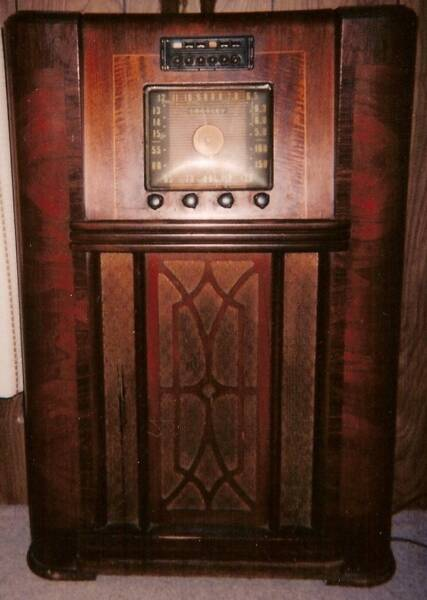 http://fieldengineer.homestead.com/files/Antique_radio.jpg
